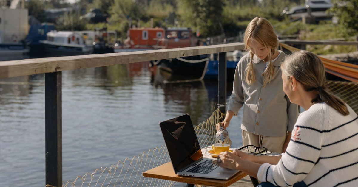 houseboat buyers guide